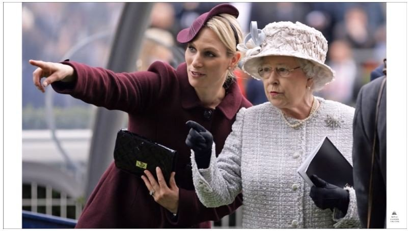 Zara Tindall dan Ratu Elizabeth II. (Youtube/Royal Fashion Channel)