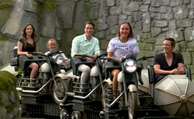 Wahana Harry Potter unik roller coaster berbentuk motor. (YouTube/Universal Orlando Resort)