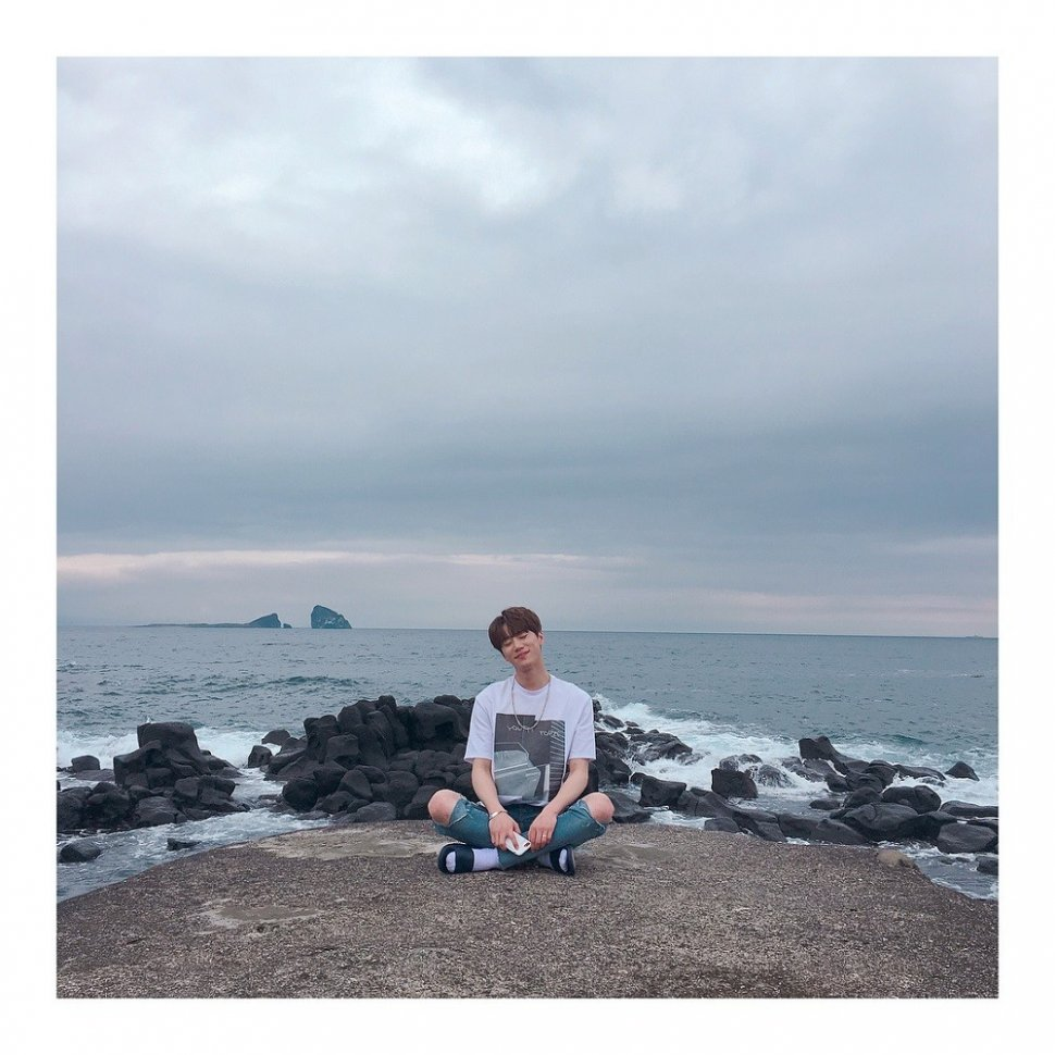 Gaya Liburan Jun U-KISS (instagram.com/ukiss_jun97)
