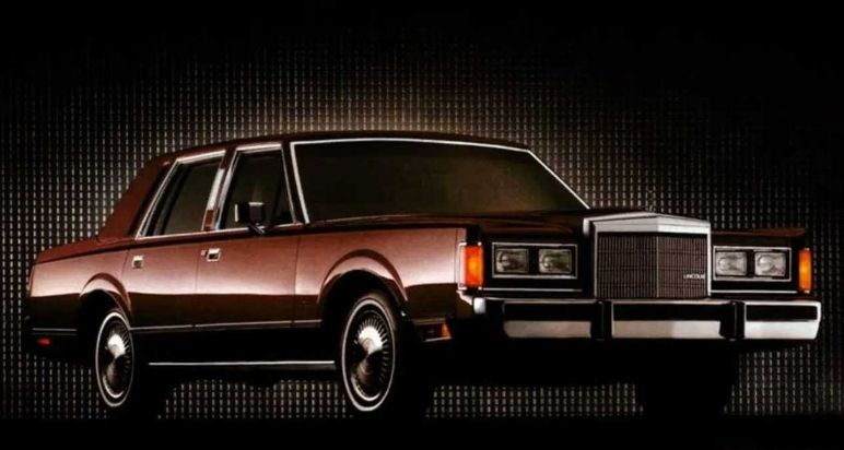 Lincoln Town Car. (motorious.com)