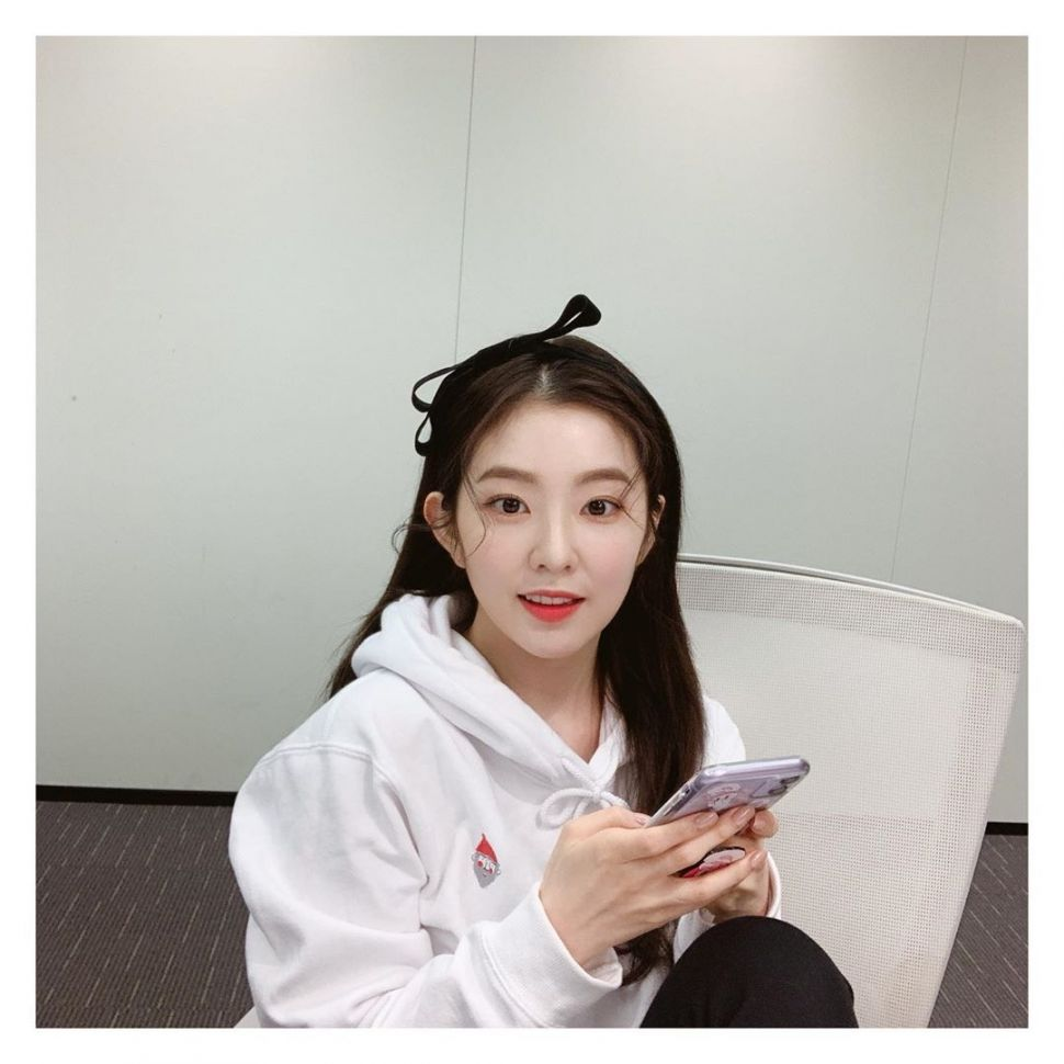 Gaya kasual Irene Red Velvet. (Instagram/@renebaebae)