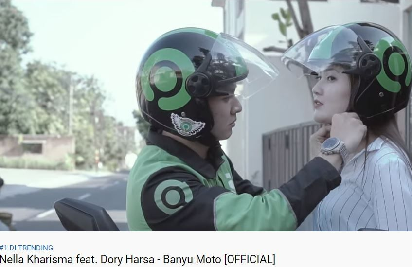 Nella Kharisma dan Dorry Harsa dalam video klip Banyu Moto [YouTube/Nella Kharisma Official]