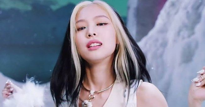 "Rambut Jennie BLACKPINK di MV ""How You Like That"". (YouTube/BLACKPINK)"