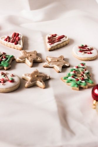 Ilustrasi Christmas butter cookies (Unsplash @fran_)