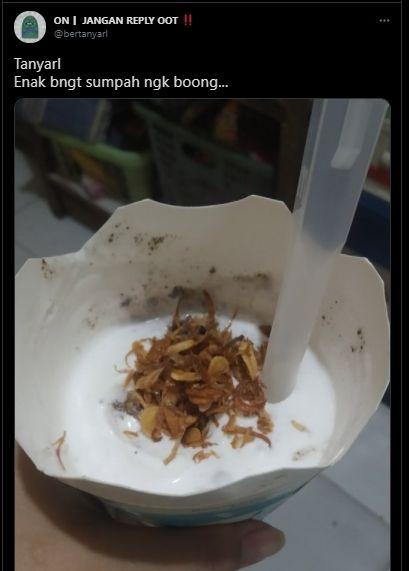 Viral Tren Makan Es Krim Pakai Topping Bawang Goreng, Publik: Sumpah Enak Nggak Bohong. (Twitter/@bertanyarl)